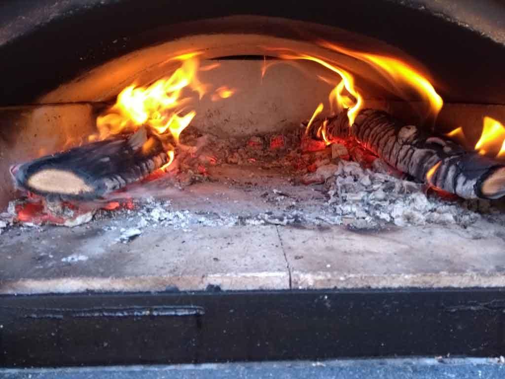 Flammen rechts und links im HBO