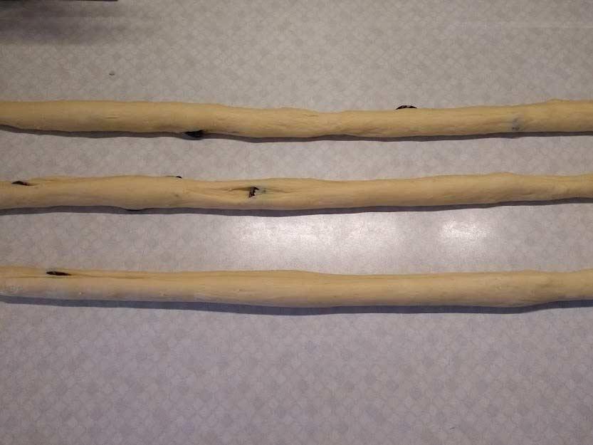 Teigstränge ca. 80 cms lang